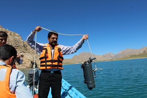 نمونه برداری دریاچه سد لار